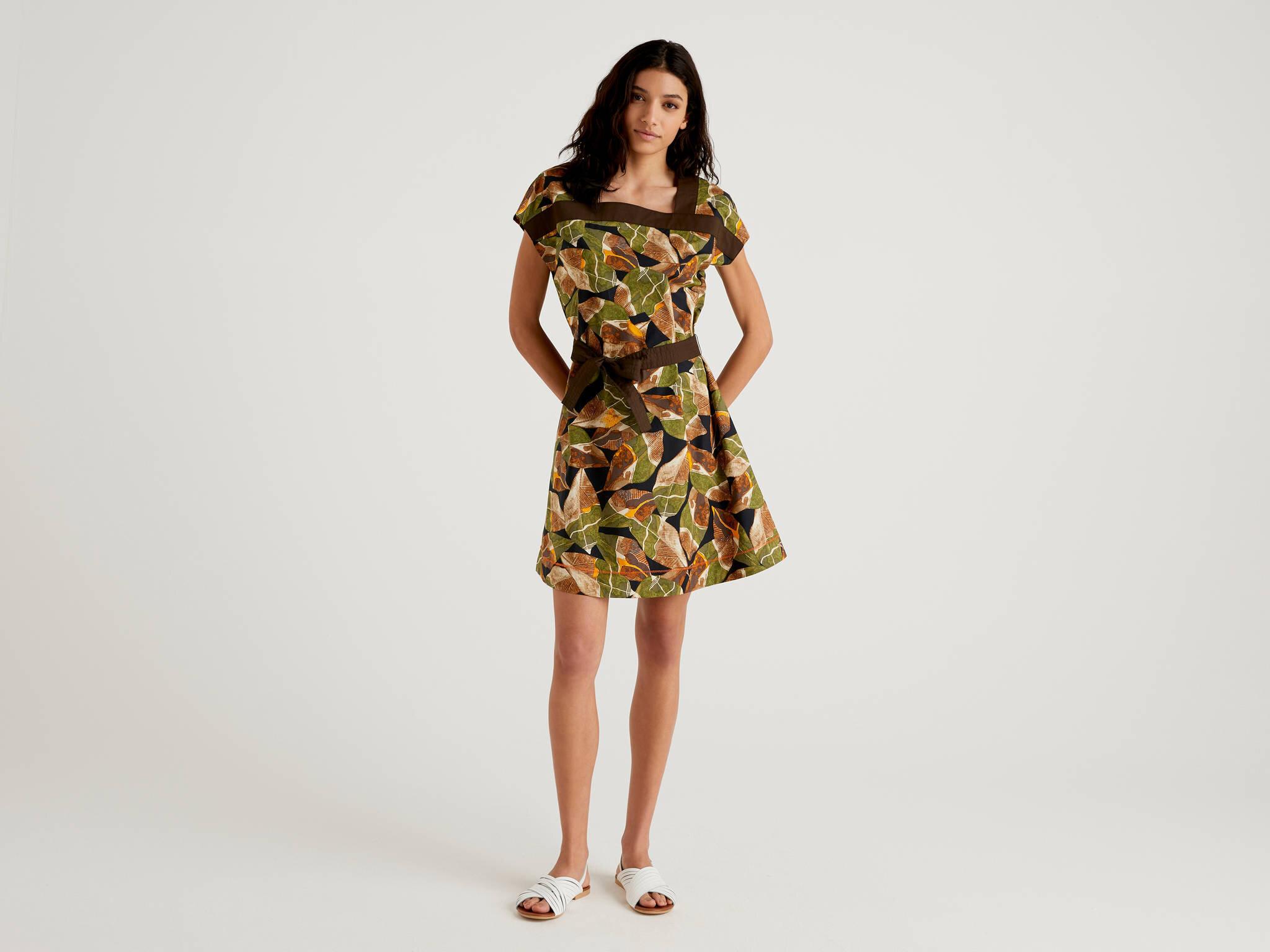 Belden Bağlı Desenli Elbise