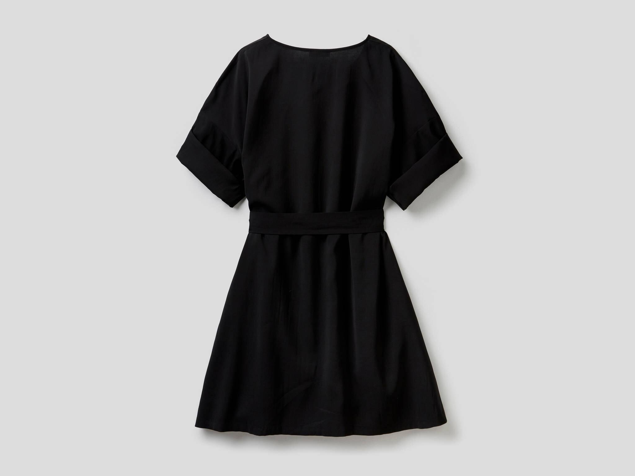 Beli Bağcıklı Geniş Yaka Elbise