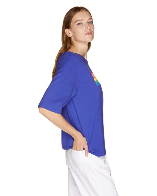 Renkli Logo Baskılı T-shirt